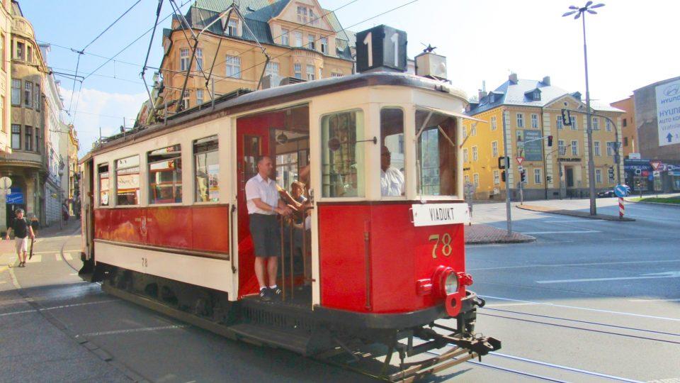 Historická tramvaj na Šaldově náměstí v Liberci