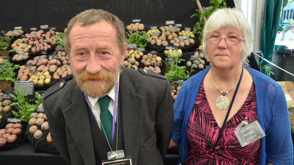 Manželé Innesovi přivezli na Chelsea Flower Show svou bramborovou sbírku