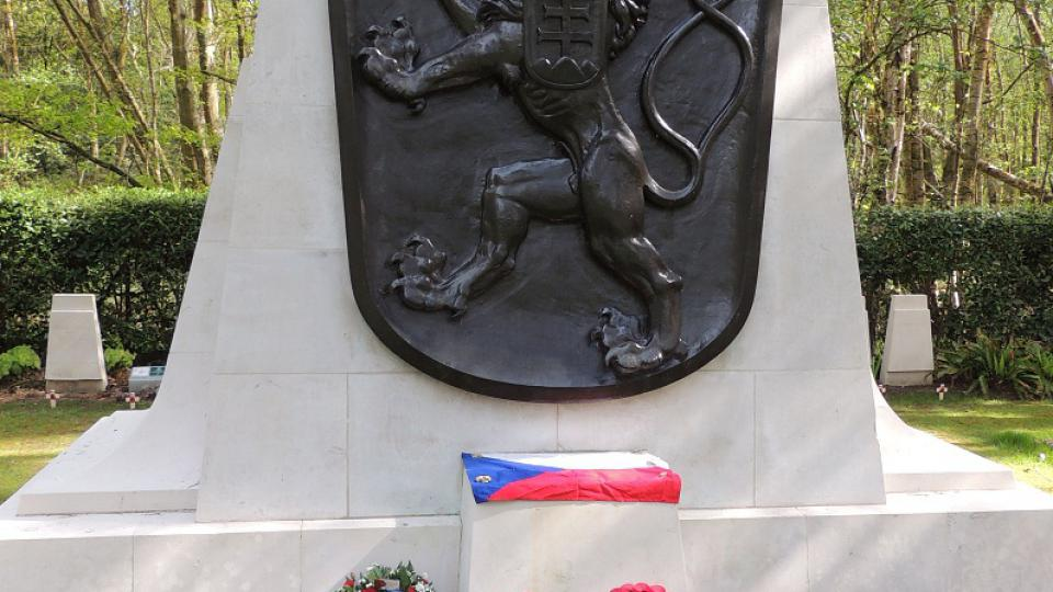 pomník padlým československým letcům RAF na hřbitově Brokwood u Londýna