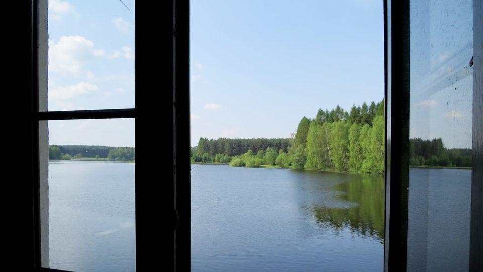 Pohled z okna přehradní strojovny