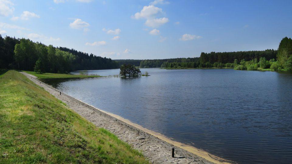 Zákaz vstupu i letní rekreace u přehrady platí od roku 1970
