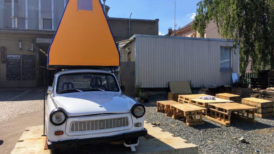 Střešní stan na trabant 601 universal - věrná kopie fenoménu z východoněmeckých kempů