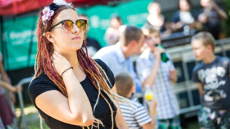 Lidi na zakončení pořadu Startér: stagei Radia Wavena festivalu United Islands of Prague