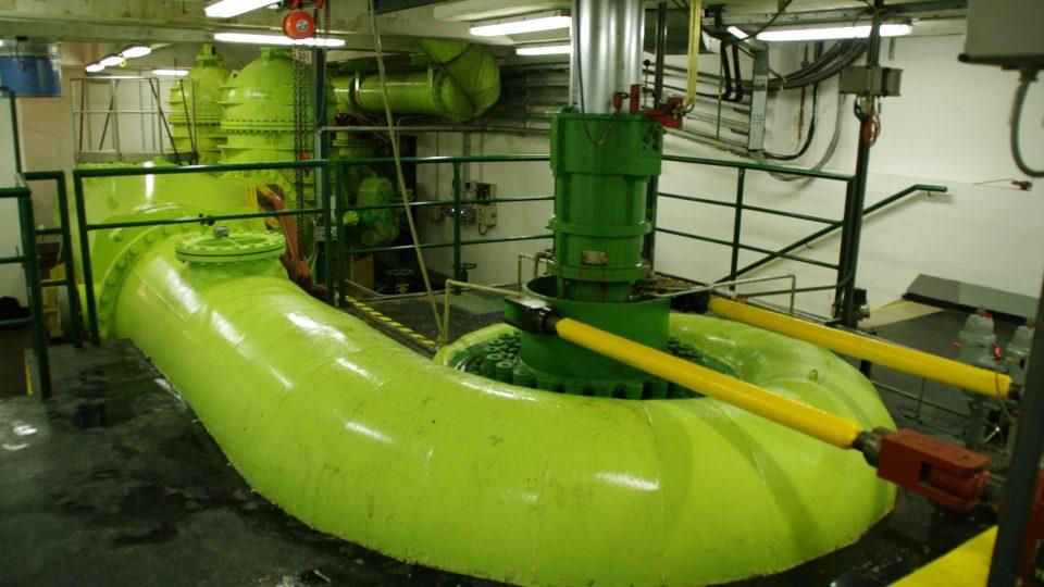 Francisovou turbínou elektrárny proteče za vteřinu pět kubíků vody