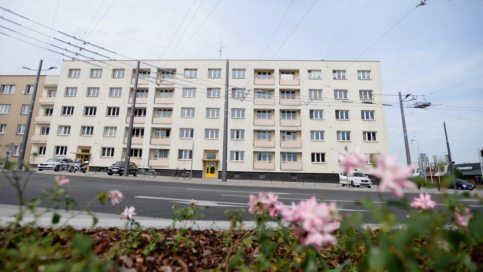Bytový dům na náměstí Jana Pernera v Pardubicích chce město zbourat