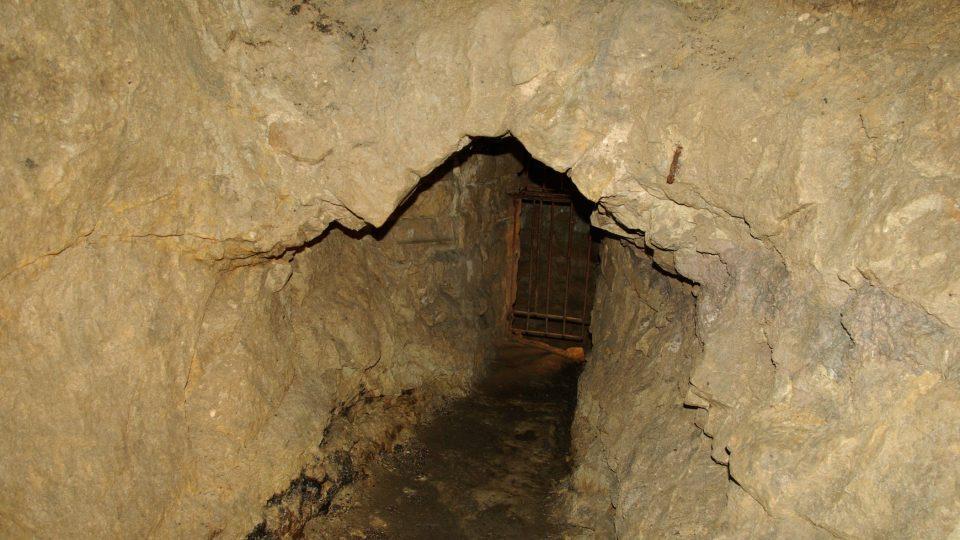 Chodbička ke studni v miletínském podzemí
