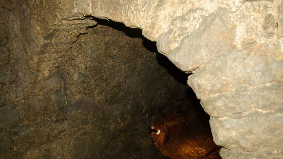 Pozdně gotický portál v miletínském podzemí