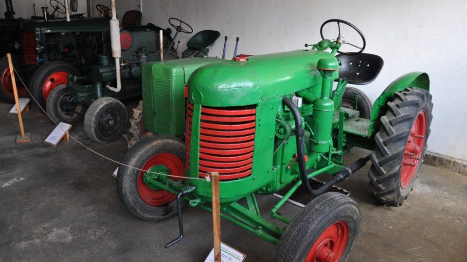 V muzeu mají pěknou sbírku starých traktorů, traktory Zetor