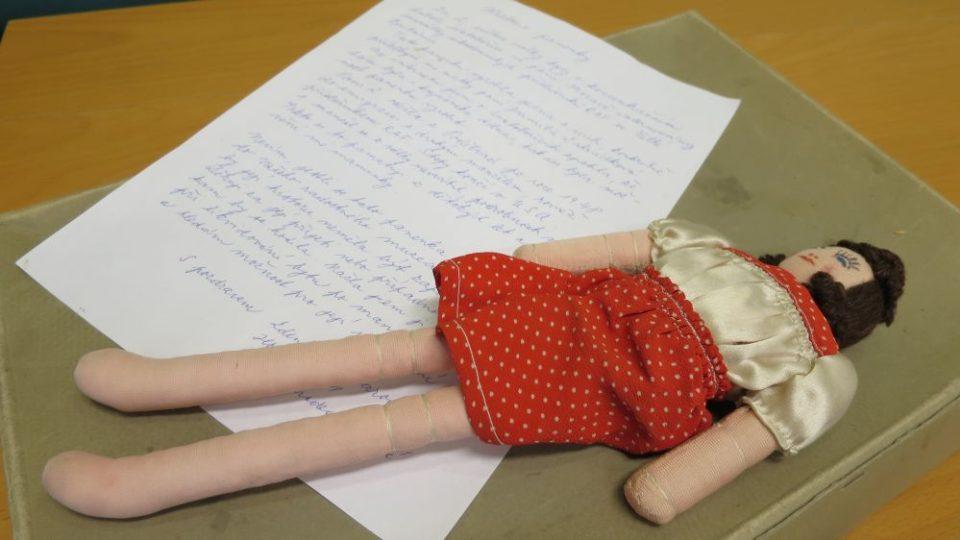 Panenka z koncentračního tábora našla domov v Muzeu hraček v Rychnově nad Kněžnou