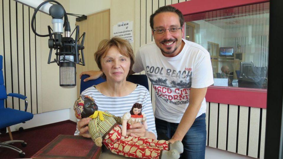 Miroslava Pecháčková z Muzea hraček v Rychnově nad Kněžnou spolu s Jakubem Schmidtem