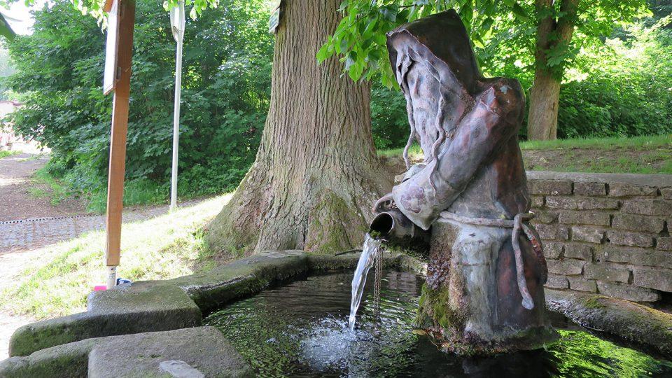 Pramen svatého Mikuláše s poustevníkem