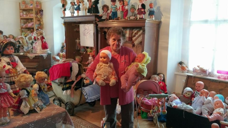 Výstava panenek, Bobrová