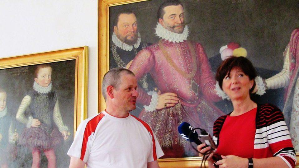 S vařečkou na cestách - Vaříme na hradě Svojanov - historik David Junek se Zdenou Kabourkovou na radnici v Poličce