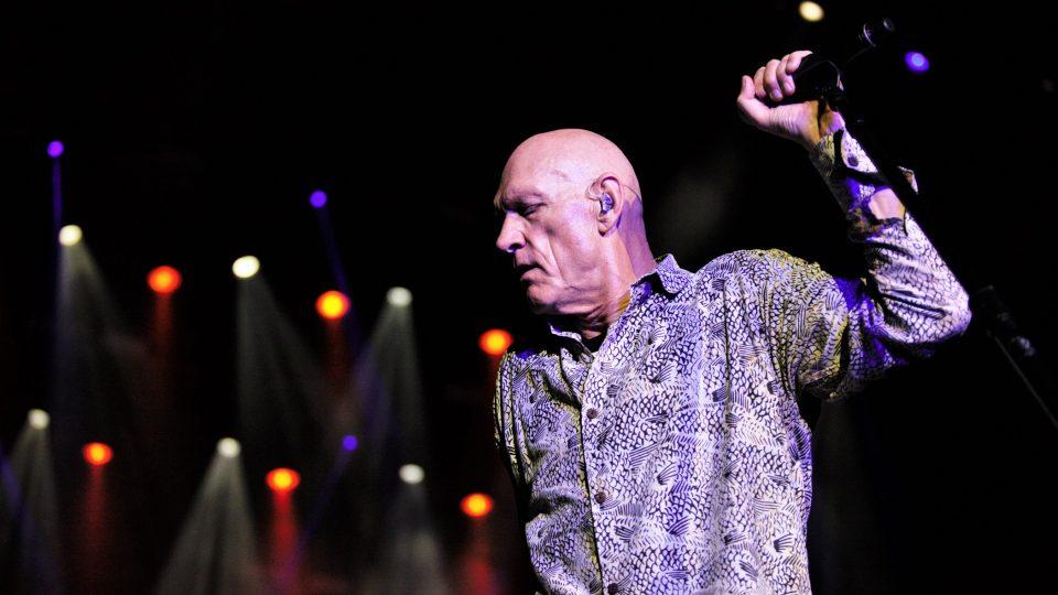 Peter Garrett, zpěvák australské kapely Midnight Oil na festivalu Colours of Ostrava 2017