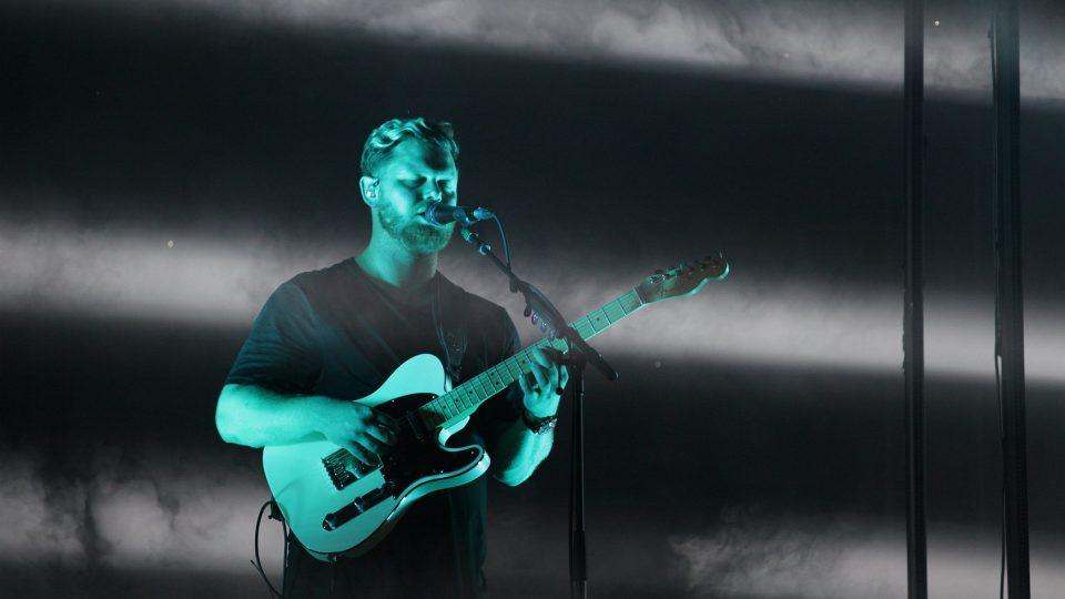 Joe Newman z britského indie-rockového tria alt-J na festivalu Colours of Ostrava 2017