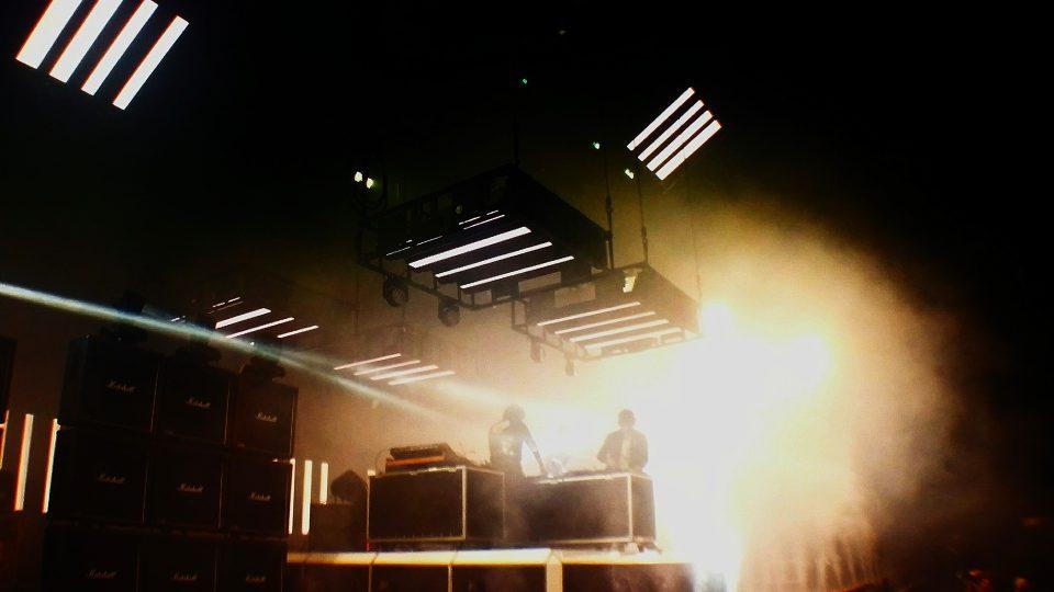 Francouzské elektronické duo Justice na festivalu Colours of Ostrava 2017