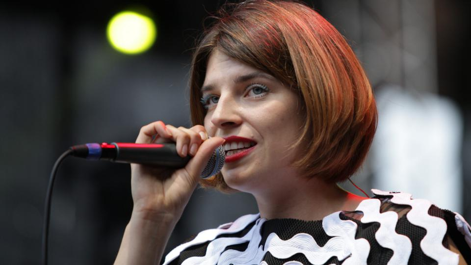 Slovenská písničkářka Katarzia na festivalu Colours of Ostrava 2017