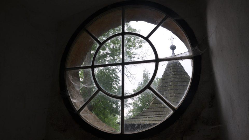 Pohled z okna kostela sv. Kunhuty na zvonici