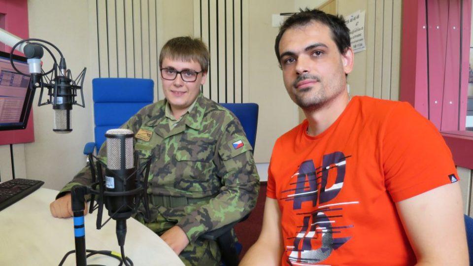 Jan Florian a Petr Vondryska ve studiu Českého rozhlasu Hradec Králové