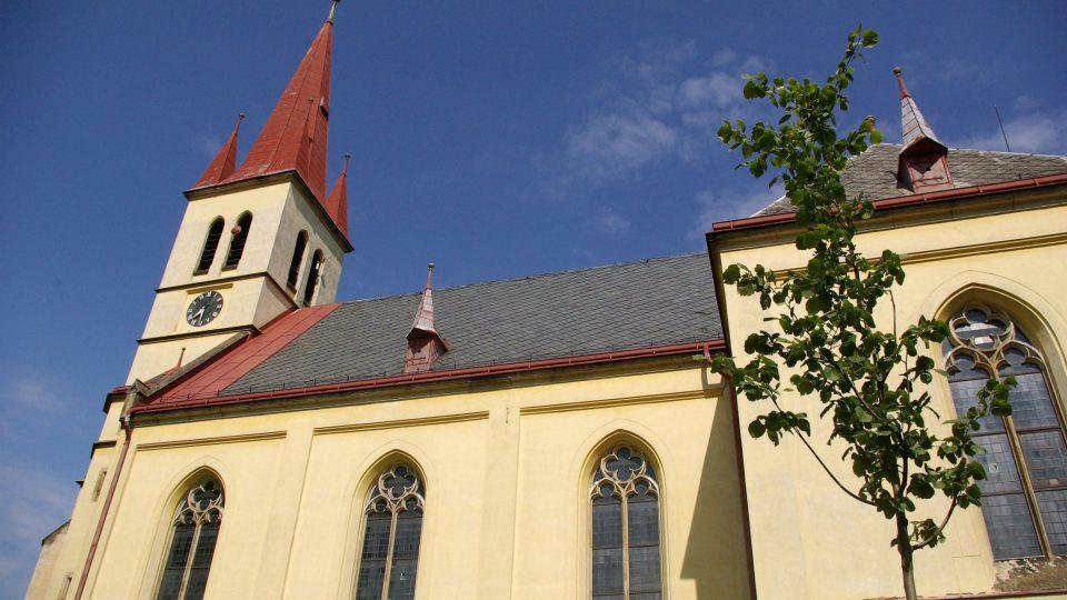 Novogotický kostel sv. Petra a Pavla v Zaloňově