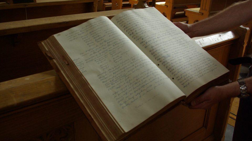 O výsadbě moruší v roce 1943 se píše ve Farní kronice v Zaloňově