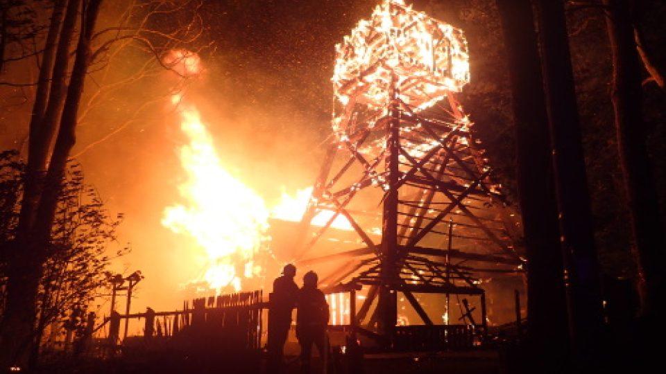 Požár dřevěného kostela z 16. století v Třinci