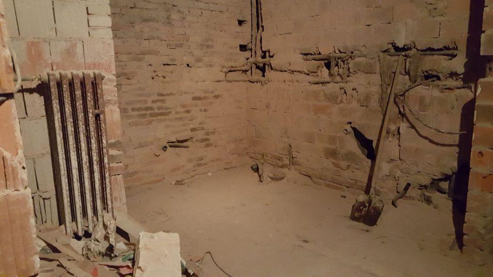 Z plánu na přestavbu španělského křídla po revoluci sešlo, nářadí zůstává na svém místě od 90. let