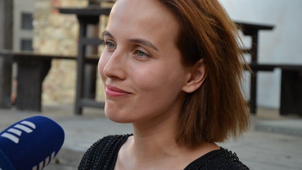 Film Po strništi bos zahájil festival ve Slavonicích. Tereza Voříšková v něm ztvárnila maminku