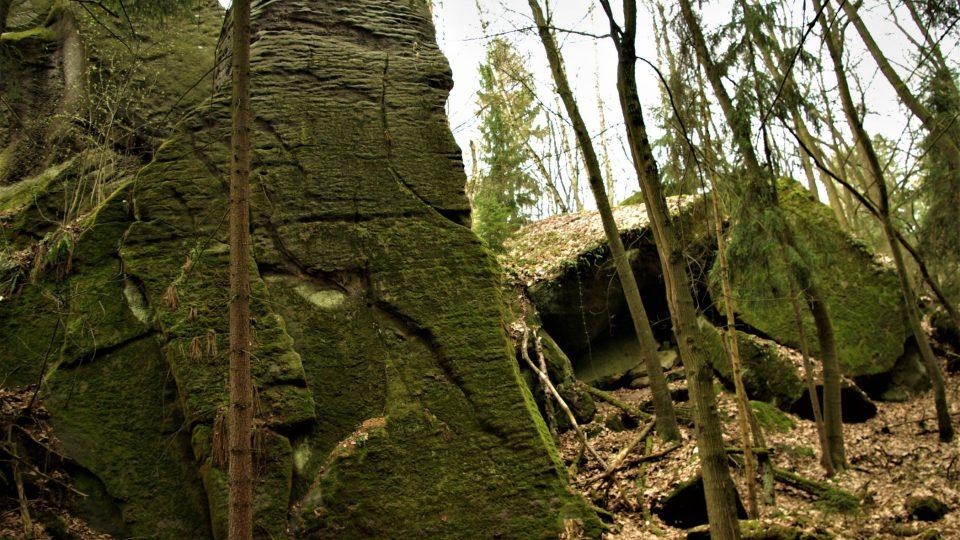 Babinec, kde je jeskyně s kořenovými krápníky