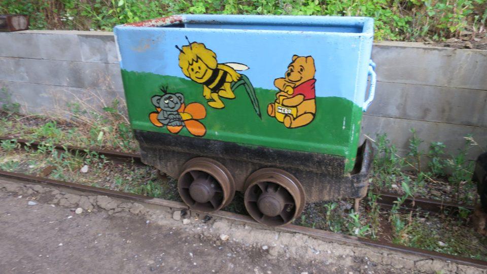 Vůz určený k venkovním projížďkám dětí