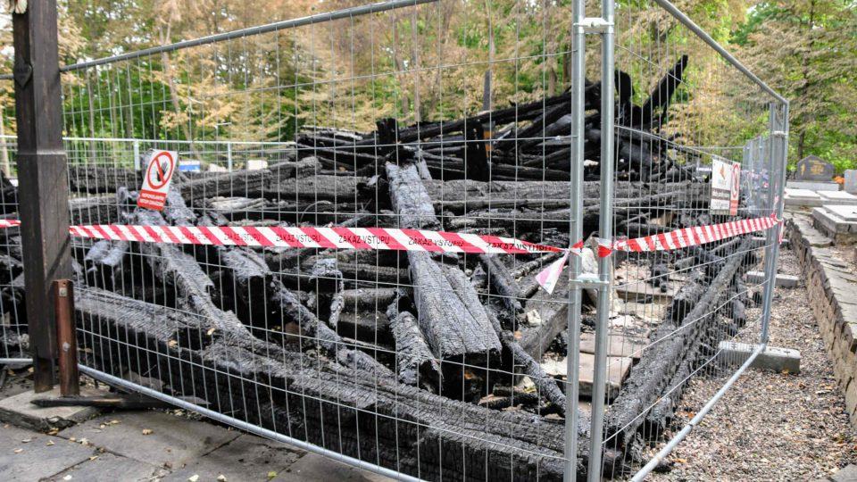 Trosky vypáleného kostela v Třinci-Gutech