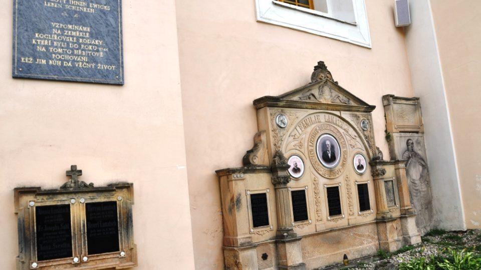 Hrobka rodiny Lamatsch, celá rodina spáchala na konci války sebevraždu