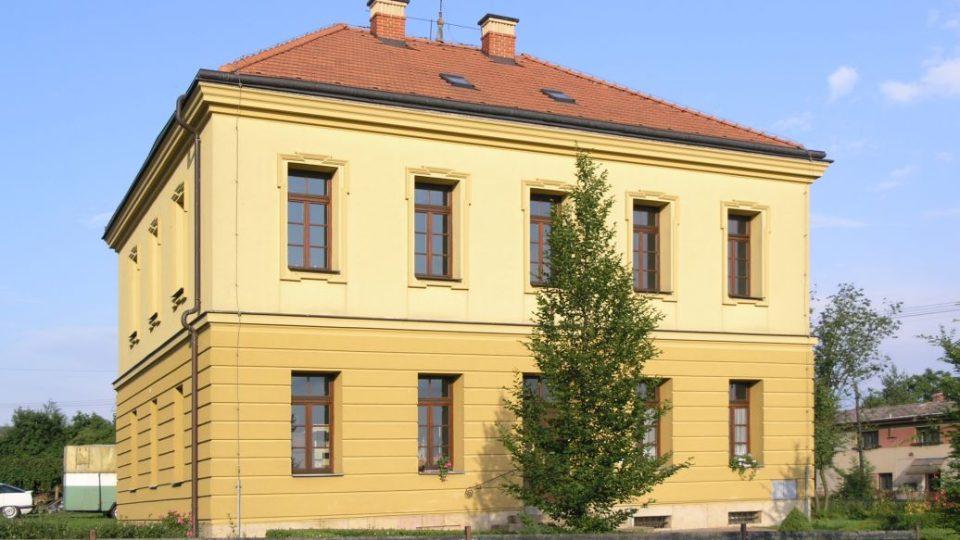 Fara v Robousích, kde je nyní část muzejních depozitářů