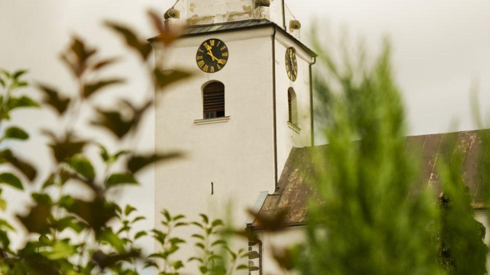 Věž netínského kostela Nanebevzetí Panny Marie