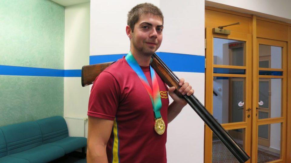 Sportovní střelec Dukly Hradec Králové Miloš Slavíček získal na evropském šampionátu v ázerbájdžánském Baku zlato ve skeetu