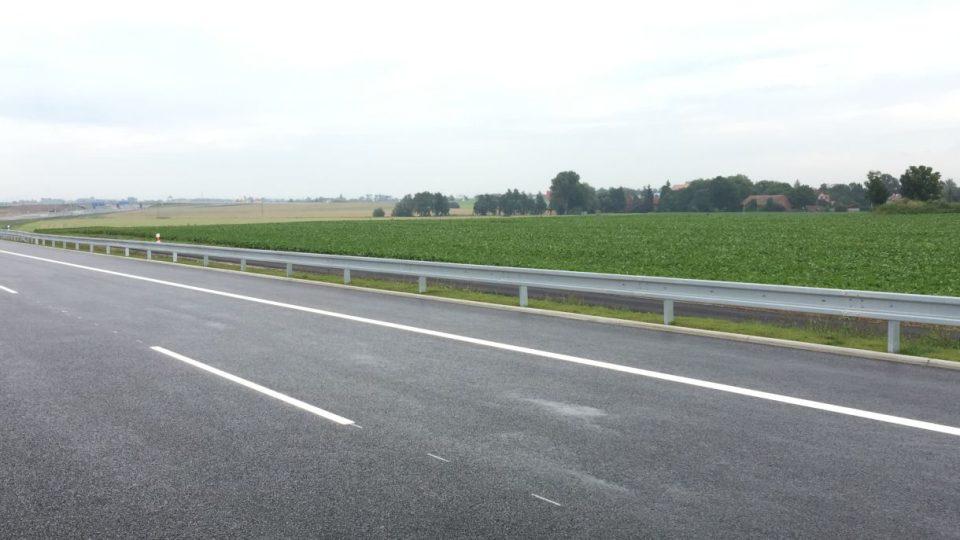 Řidiči se poprvé projedou po dálnici D11 až do Hradce Králové. Na nový úsek čekaly generace desítky let