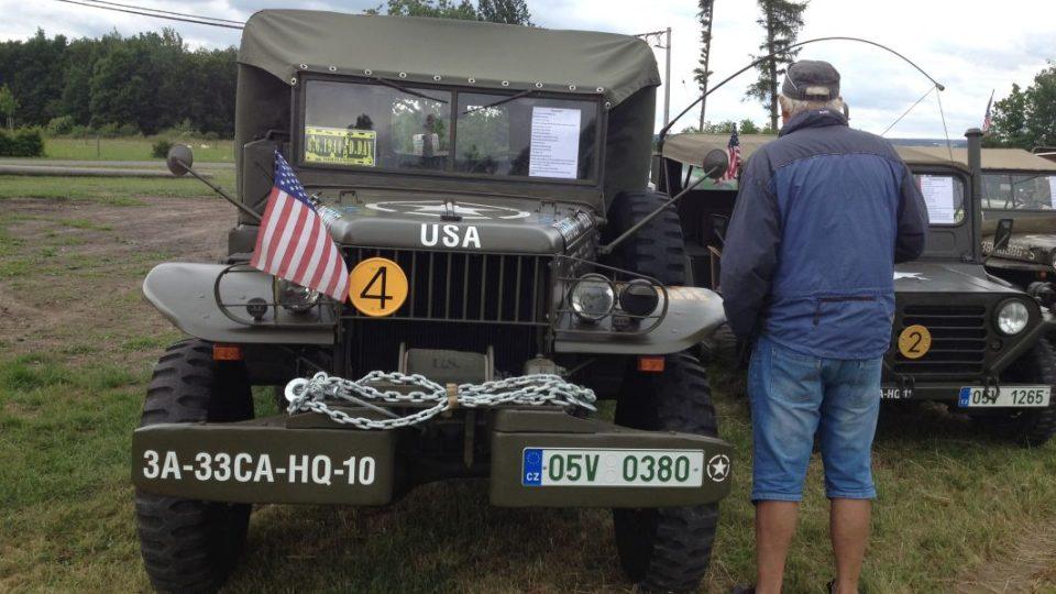 Karel Tuček sbírá americké veterány z 2. světové války. Stojí to čas, peníze i mnoho sil