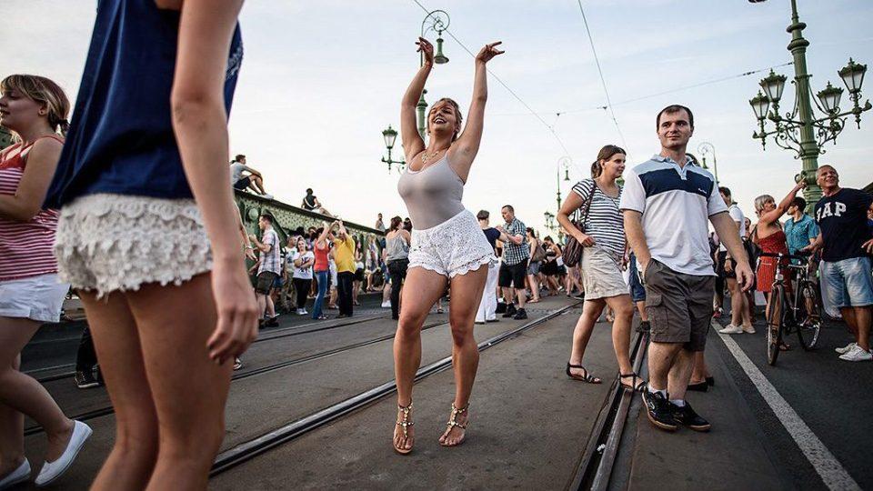 radost a uvolněná zábava, to vše zdarma a přímo v centru Budapešti, takový byl piknik na mostě Svobody