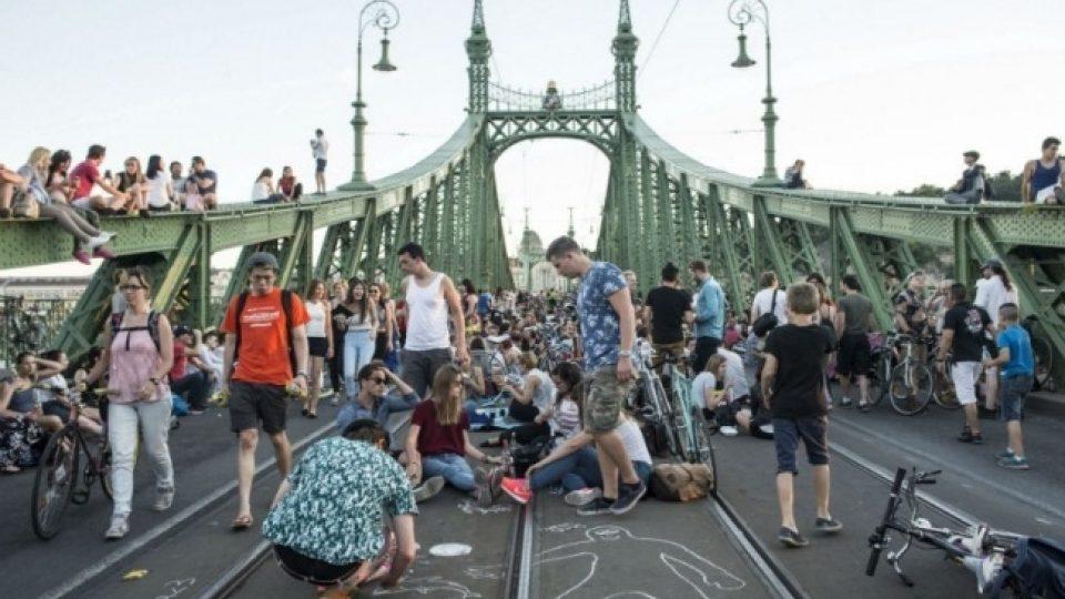 Most svobody patřil na dva letní víkendy lidem