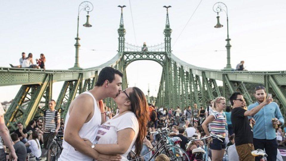 Most Svobody se stal na dva víkendy skutečně svobodnou zónou