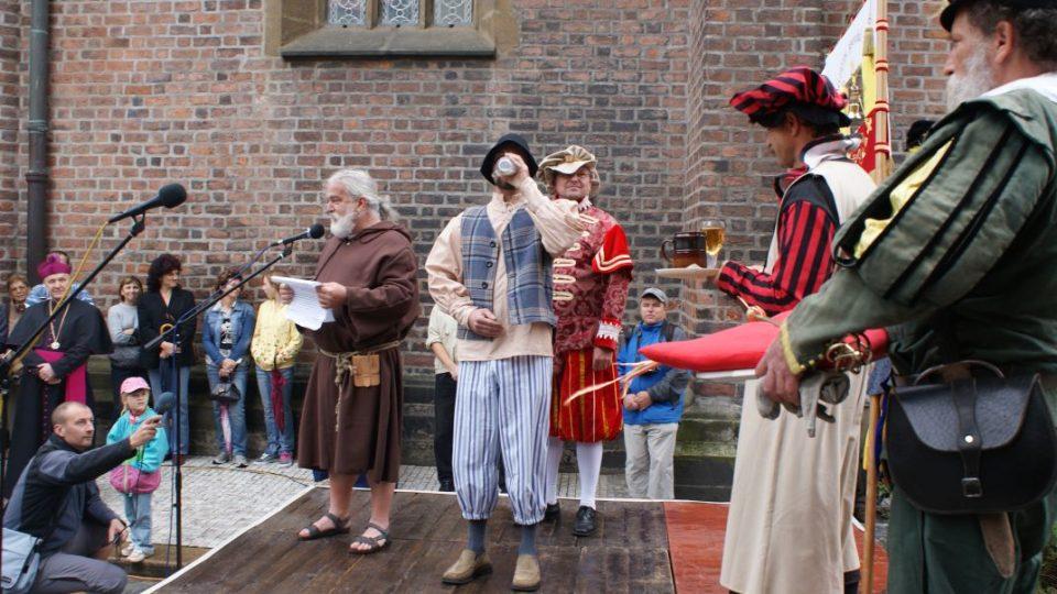 Den zvoníků v Hradci Králové. Ceremoniál zvoníků v renesančních kostýmech