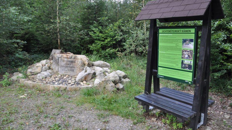 Jeden z památečních Lichtenštejnských kamenů