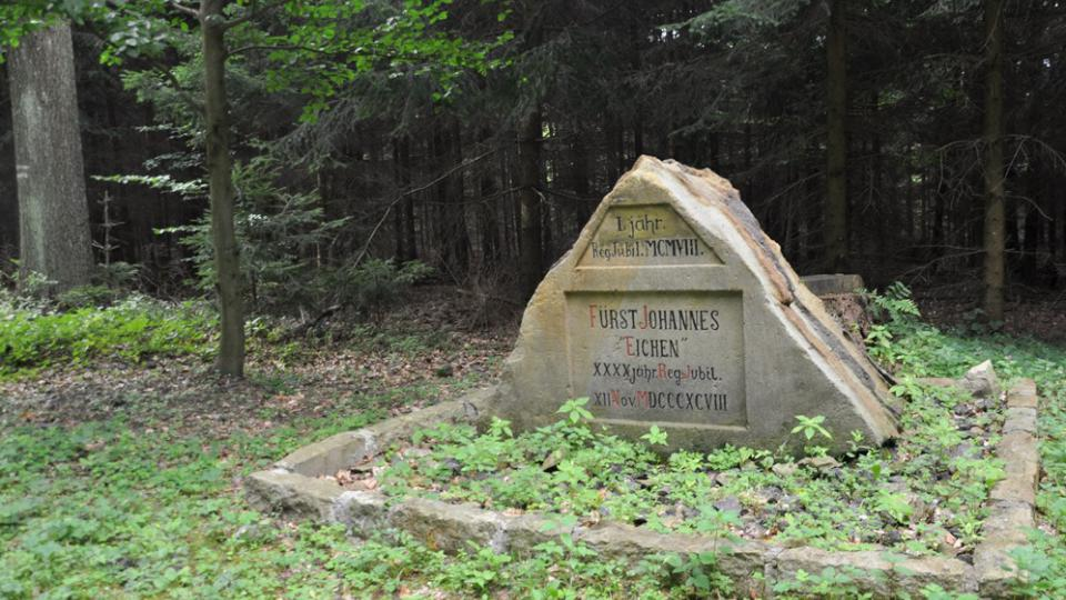 Těmito kameny lesníci projevovali vděk svému pánovi Lichtenštejnovi
