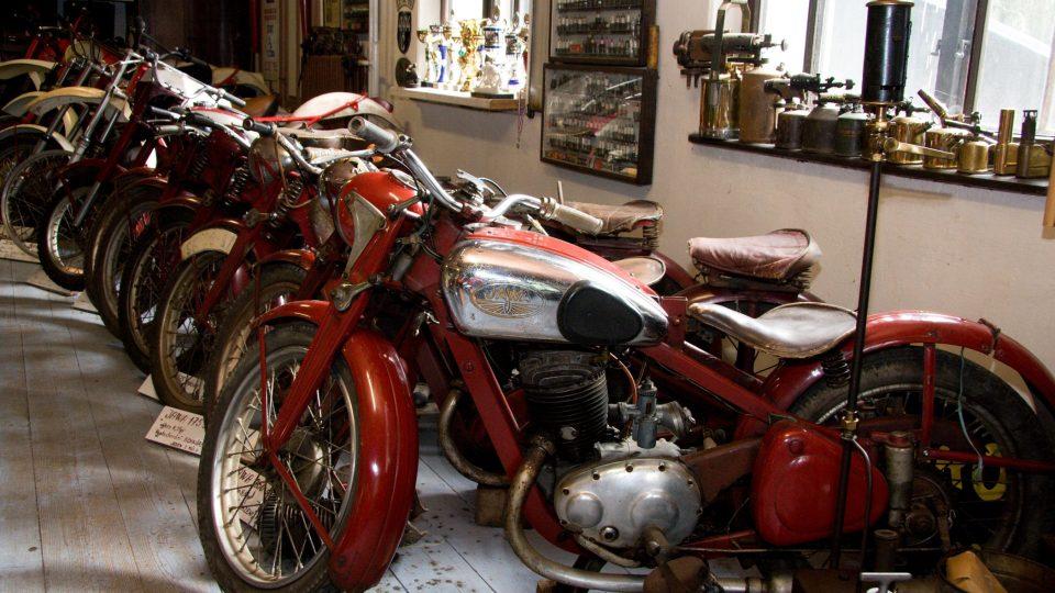 Mezi motocykly převládají Jawy