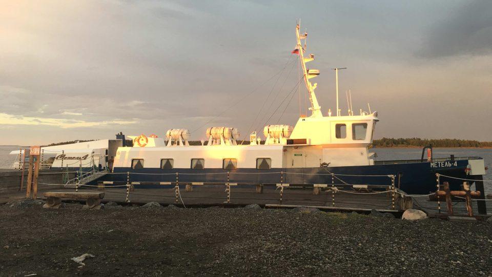 Plavba na Solovecké ostrovy trvá dvě hodiny a není zrovna pohodlná