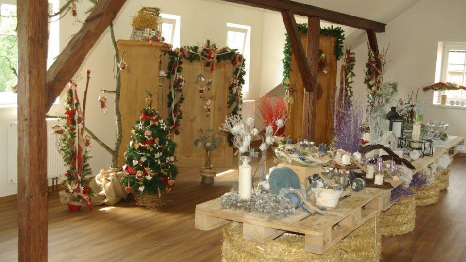 Současná vánoční výstava v další části zrekonstruovaných půdních prostor bývalého Škaloudova statku