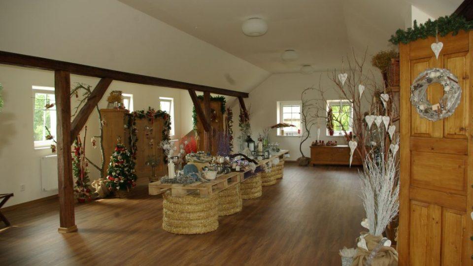 V další části zadaptované půdy se budou střídat inspirativní výstavy podle ročních období aneb vánoce se blíží
