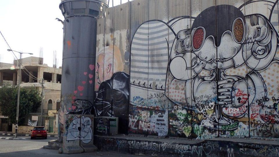 Na izraelskou zeď je sprejovat dovoleno