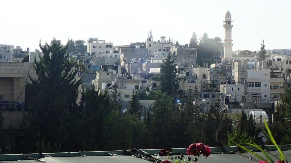 Pohled na Betlém z oken Banksyho hotelu