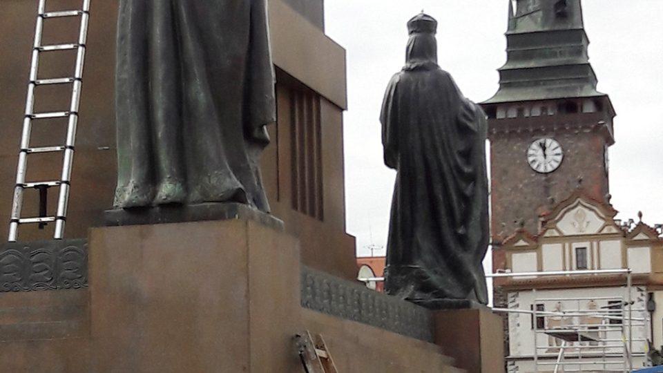 Na Pernštýnském náměstí filmaři postavili i sochu Sv. Václava, ale bez Václava a koně
